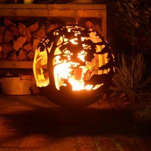 Guľaté hrdzavé ohnisko s rezaným dekorom jeleňov, lane a lesa Esschert Design 35045