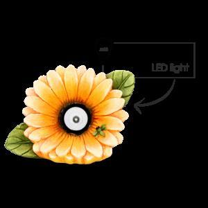 Keramický žltý kvietok so zelenými lístkami a chrobáčikom s LED osvetlením do záhrady 25x12x18 cm 33543